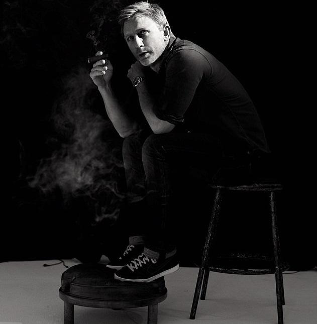 Daniel Craig Fumando un Cigarro Smoking a Cigar 2012 2