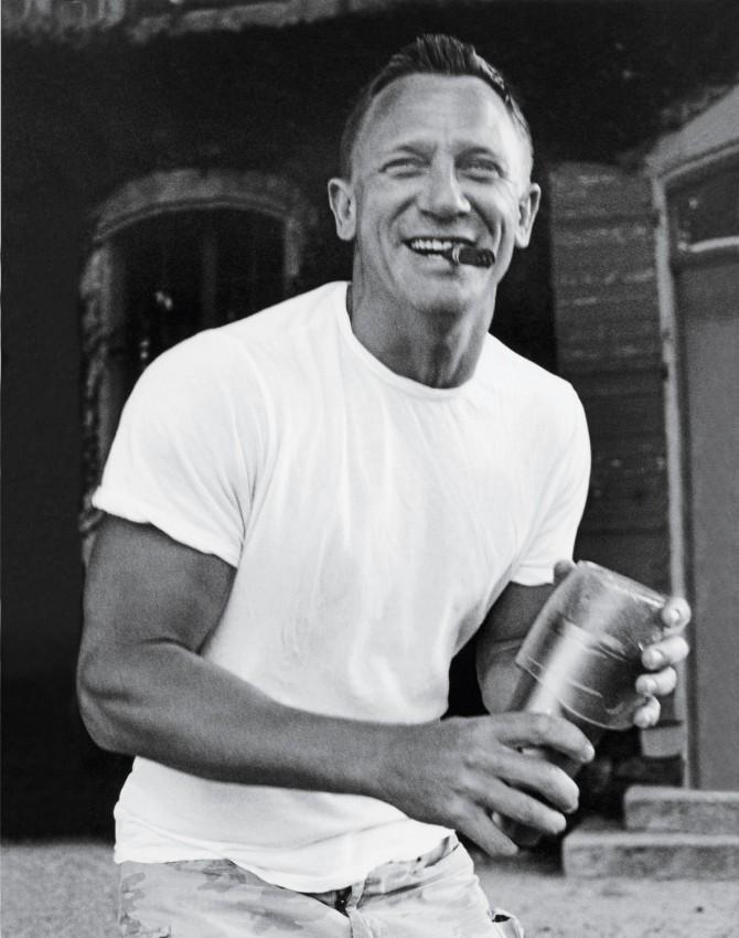 Daniel Craig Fumando Cigarro, Smoking Cigar, año year 2007
