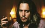 Johnny Depp fumando un cigarro puro